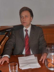 Il_presidente_dell'Ordine_Giacomo_Caudo_in_conferenza_stamoa