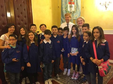 foto alunni con il sindaco