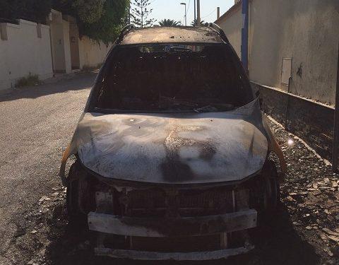 auto-incendiata-via-delle-rose-3-480x375