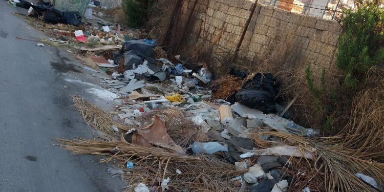 rifiuti-via-dei-fiumi-2-750x375